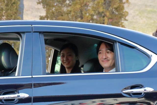 秋篠宮さまと佳子さまが倉敷に向かわれる際のご様子